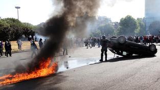 Francouzští taxikáři jsou hodně naštvaní a protesty  nejsou úplně mírumilovné