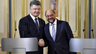 Prezident Petro Porošenko a šéf EP Martin Schulz při jeho návštěvě Kyjeva