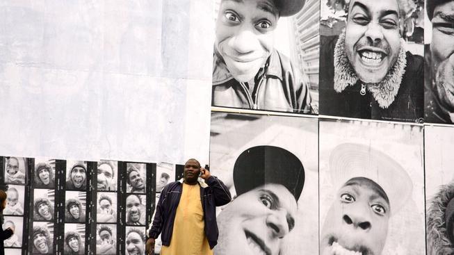 Clichy bez klišé, výstava fotek v nechvalně proslulé pařížské čtvrti uspořádaná po smrti dvou přátel Zyeda a Bouny, která vyvolala nejhorší protesty v Paříži od 60. let