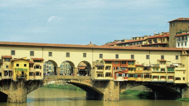 Pár australských turistů chtěl mít při intimní chvilce výhled na Ponte Vecchio. Policie je od sebe nemohla odtrhnout