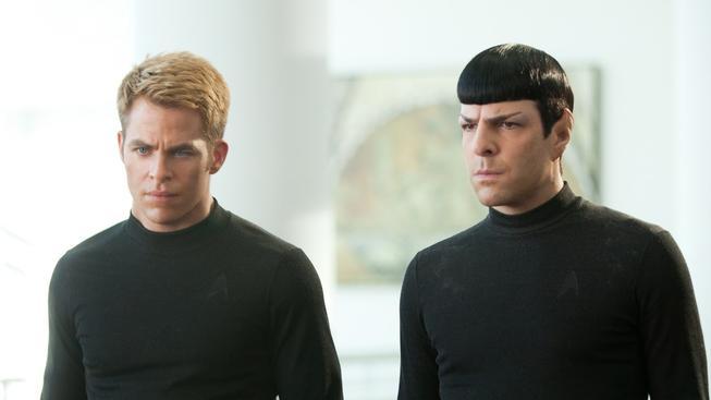 Chris Pine jako kapitán Kirk a Zachary Quinto jako pan Spock v nových filmech Star Trek