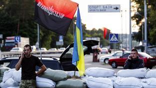 Kontrolní stanoviště Pravého sektoru při vjezdu do Kyjeva. Ilustrační snímek