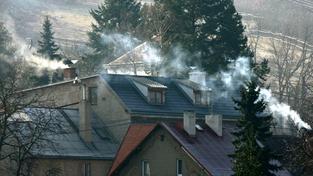Ministerstvo životního prostředí plánuje přepadové kontroly u majitelů domů podezřelých ze spalování odpadu (ilustrační snímek)