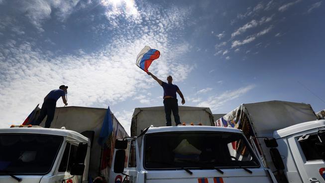 Jeden z předchozích, ruských konvojů s humanitární pomocí, který směřoval na východ Ukrajiny