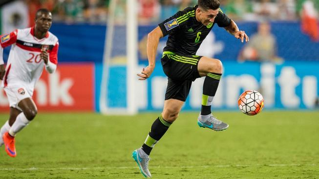 Mexičan Héctor Herrera během zápasu s Trinidadem