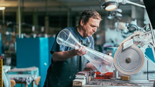 Výroba nejcennějšího cyklistického poháru na světě v českých rukou