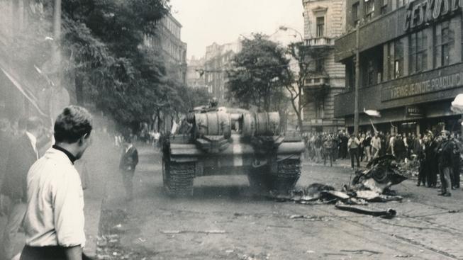 Dokument tvrdil, že za invazí vojsk Varšavské smlouvy bylo odpovědné NATO