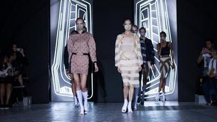 Čínská návrhářka Masha Ma už pravidelně s úspěchem představuje své kolekce na Pařížském týdnu módy
