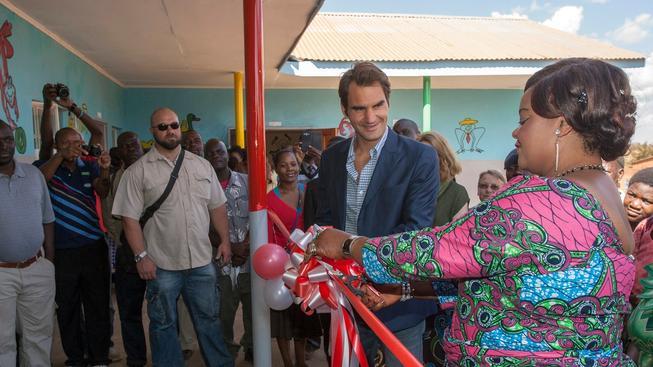 Roger Federer při slavnostním otevření školky v Malawi