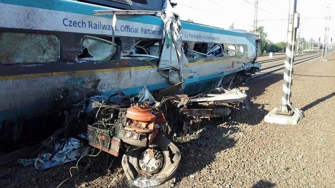Vlak zastavil až dva kilometry od místa nehody...