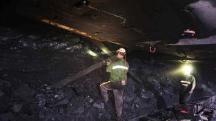 Snížení věku odchodu do důchodu pro horníky by snížilo nezaměstnanost v Moravskoslezském kraji. Vláda ale dala přednost investicím (ilustrační snímek)