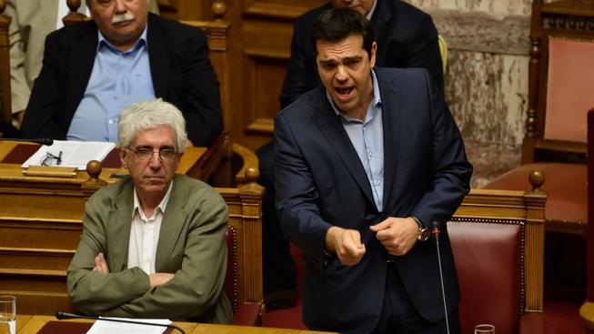 Řeckému premiérovi Tsiprasovi se ani u druhého balíku nepodařilo přesvědčit členy vlastní strany