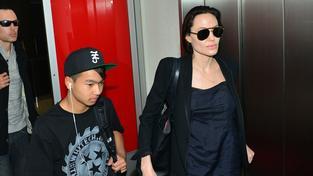 Kniha prý Angelině Jolie pomohla posílit spojení s Kambodžou, kde se narodil její adoptovaný syn Maddox (na snímku)