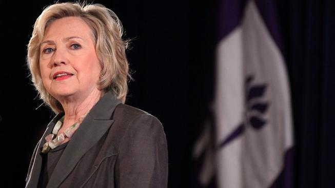 Clintonová stále tvrdí, že ze svého soukromého e-mailu nikdy tajné zprávy neposílala