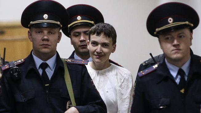 Přísně hlídaná ukrajinská pilotka Savčenková míří k soudu