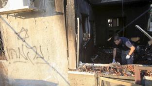 Ohořelé zbytky domu, ve kterém zemřel osmnáctiměsíční chlapec