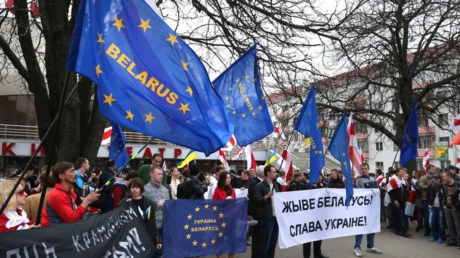 Protesty běloruské opozice, kterou úřady v Minsku pronásledují. EU kvůli tomu zavedla sankce