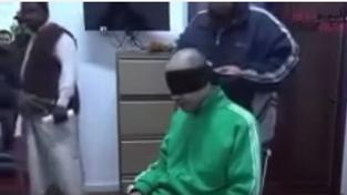 Na videu je vidět mučení Kaddáfího syna
