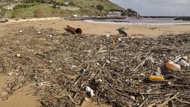 Krásné pláže teď začínají připomínat smetiště. Ilustrační foto