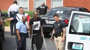 Připomínkovou akci ve Fergusonu doprovodila střelba. dva lidé byli zraněni