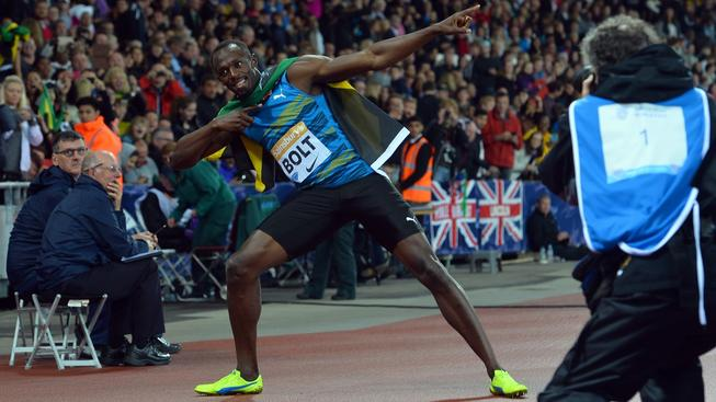 Boltův vítězný rituál na mítinku Diamantové ligy v Londýně
