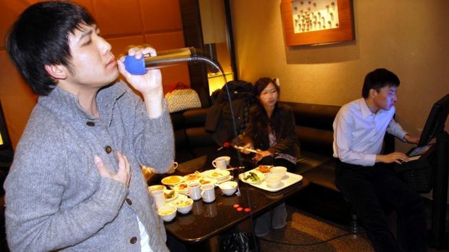 Některé oblíbené písně už v čínských karaoke barech nezazní