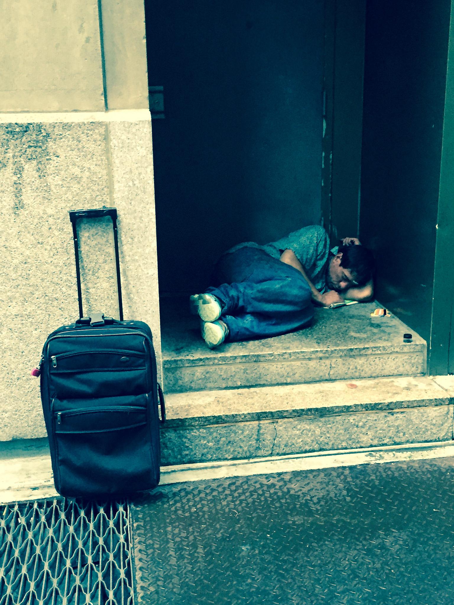 Newyorští policisté fotí úpadek města. Bezdomovce a žebráky