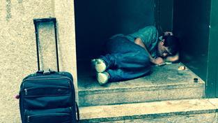Policisté chtějí pomocí fotkek bezdomovců, žebráků a nepořádku poukázat na úpadek New Yorku