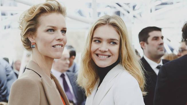 Natalja  Voďanovová na snímku s Evou Herzigovou