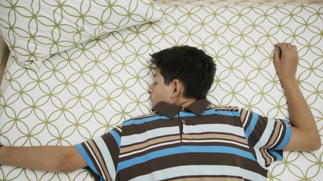 Nedostatek spánku uvolňuje do těla stresový hormon (ilustrační snímek)