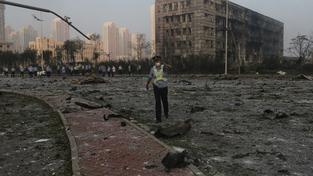 Čínská policie pomáhá při pátrání po obětech výbuchu v Tchien-ťinu
