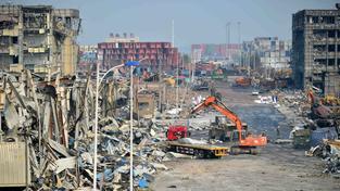 Místo výbuchu se proměnilo v město duchů, v němž zahynuly desítky hasičů