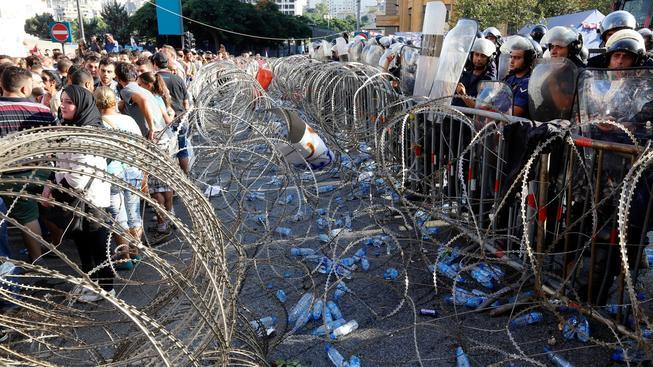 Problémy s odpadky vyhnaly do ulic tisíce Libanonců