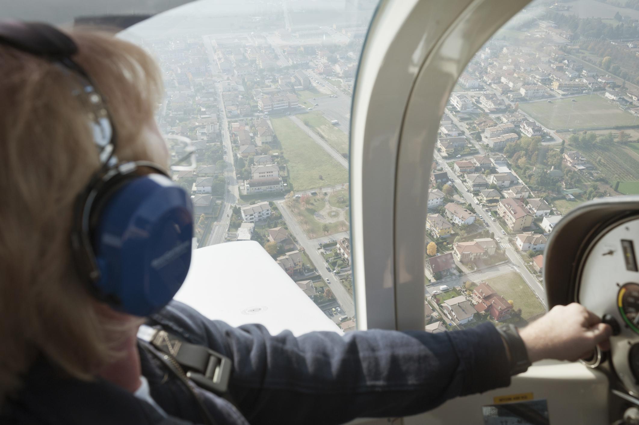 Pilot ultralightu zemřel během letu, s letadlem přistála jeho manželka