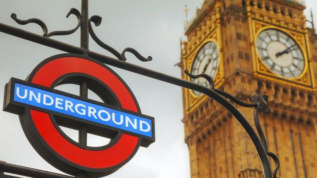 Big Ben a londýnské metro. Ilustrační snímek