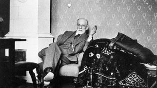 Sigmund Freud si myslel, že jde závislost na morfiu vyléčit kokainem. Pletl se a víc než 10 let byl na kokainu závislý