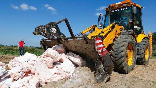 Rusové zničili potraviny určené pro závodní tým BMW