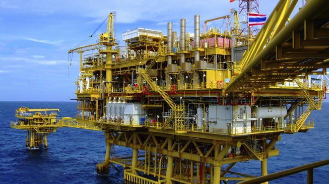 Těžba zemního plynu pod hladinou moře. Ilustrační foto