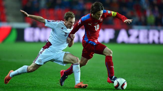 Tomáš Rosický během utkání s Lotyšskem