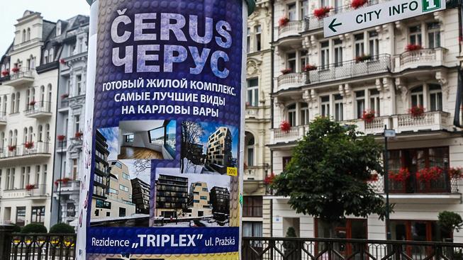 Ruskojazyčná reklama v Karlových Varech