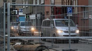 Vězeňské vozy, které přepravily Dahlgrena do věznice