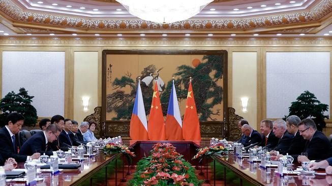 Smlouvy o vstupu čínské firmy do českých podniků byly podepsány u příležitosti Zemanovy návštěvy