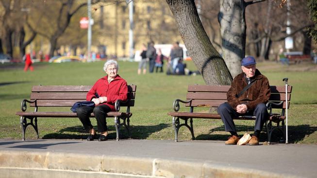 Čeští důchodci si v příštím roce polepší o 114 korun. Ilustrační foto