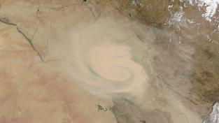 Satelitní snímky obří písečné bouře, která postupuje dál v oblasti Blízkého východu