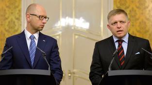 Slovenský premiér Robert Fico a jeho ukrajinský protějšek Arsenij Jaceňuk kritizovali EU