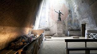 Mezi turistickými destinacemi v japonském časopise je i hřbitov Fontanelle v Neapoli. Ilustrační foto