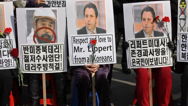 Jihokorejci krátce po činu odsoudili útok Kim Ki-jonga na velvyslance Lipperta