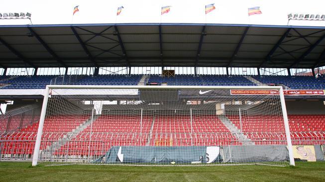 Také na Letné se budou fanoušci snažit trefit horní tyč fotbalové branky