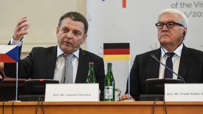 Ministr zahraničí Lubomír Zaorálek a jeho německý protějšek Frank-Walter Steinmeier na pražském setkání