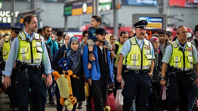 Právě do Německa míří většina uprchlíků. Na snímku  uprchlíci na nádraží v Mnichově